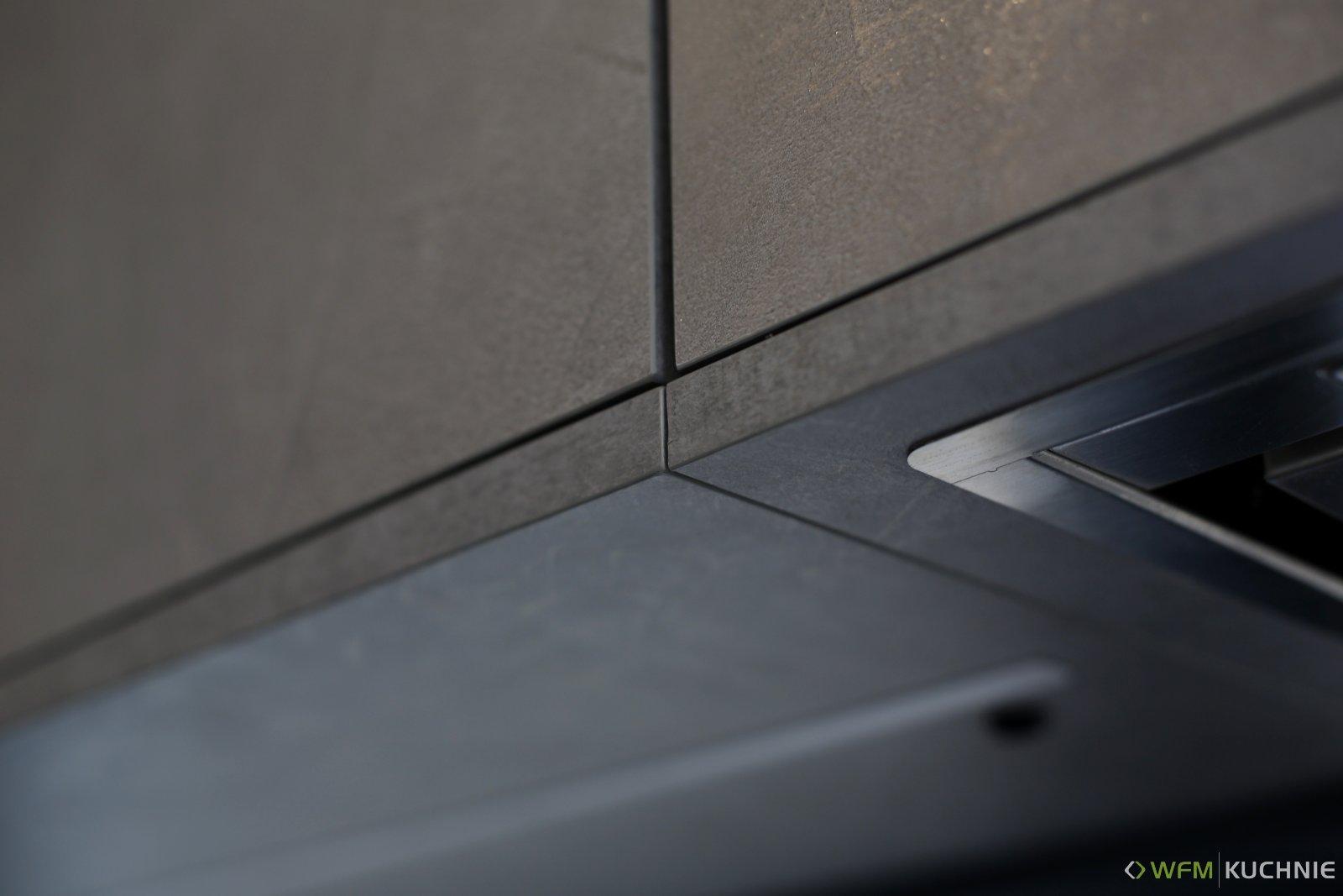 Nowoczesna kuchnia na wymiar WFM PUNTO Gray clystone P96F - CALMA biały mat M101 z dużą powierzchnią open space - Meble do kuchni - WFM KUCHNIE Kraków