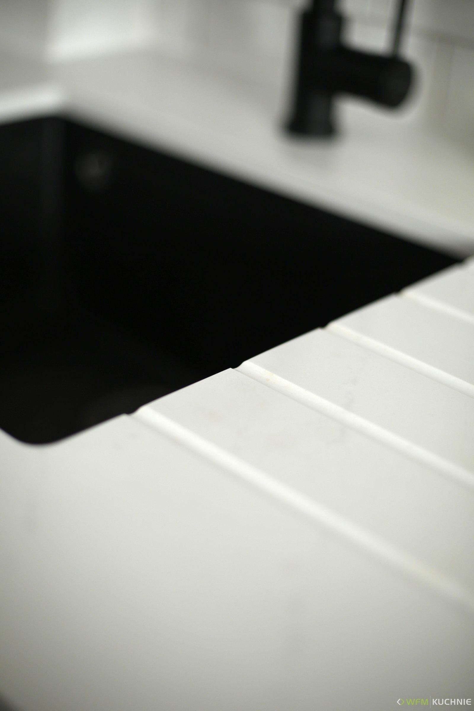Kuchnie na zamówienie WFM PIANO II orzech ciepły usłojenie pionowe - WFM KUCHNIE Kraków