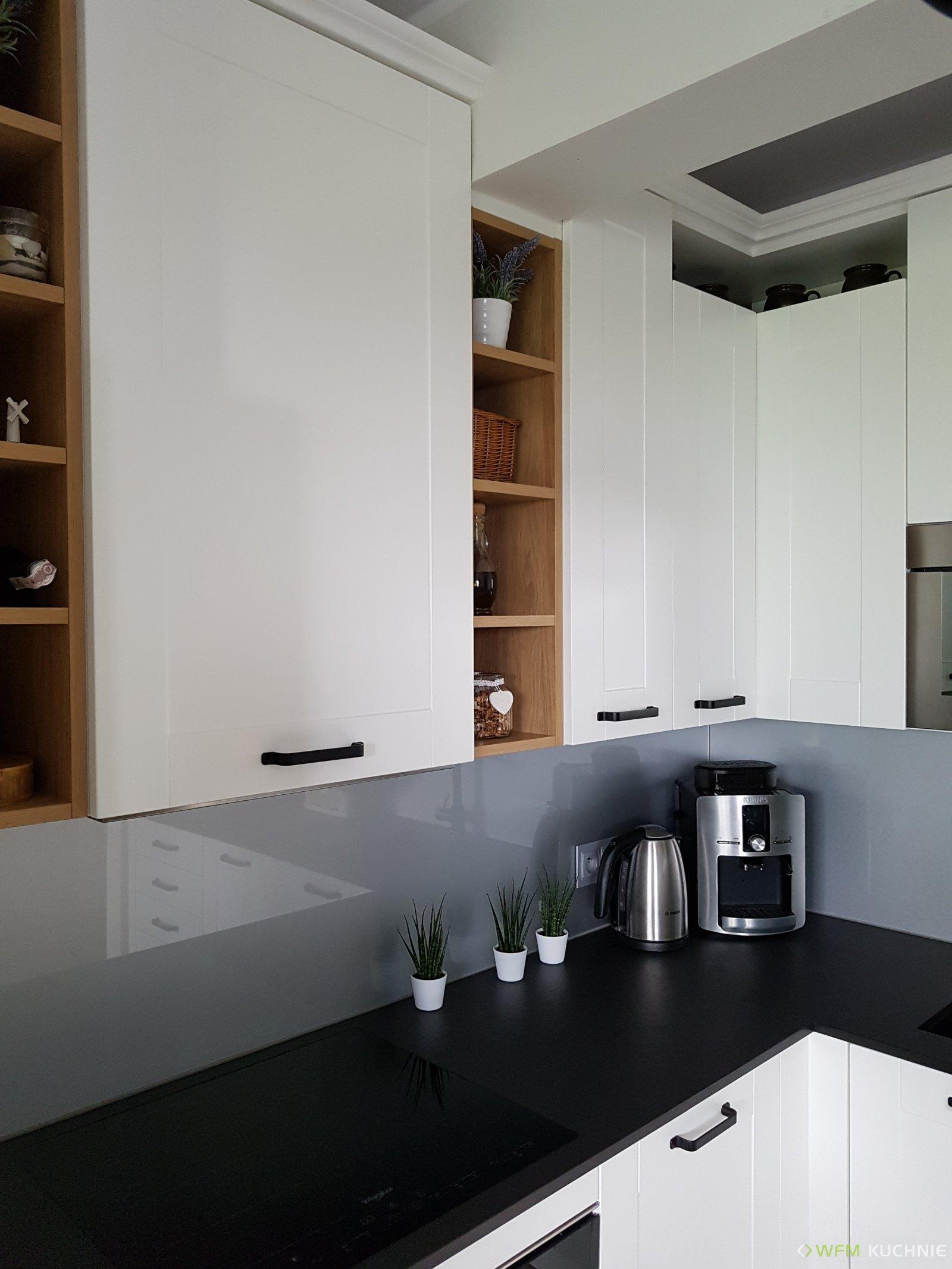 Kuchnie na wymiar WFM FLORINA II biały mat z akcentami drewnopodobnymi w kolorze hikora naturalna - Meble kuchenne Kraków - WFM KUCHNIE Kraków