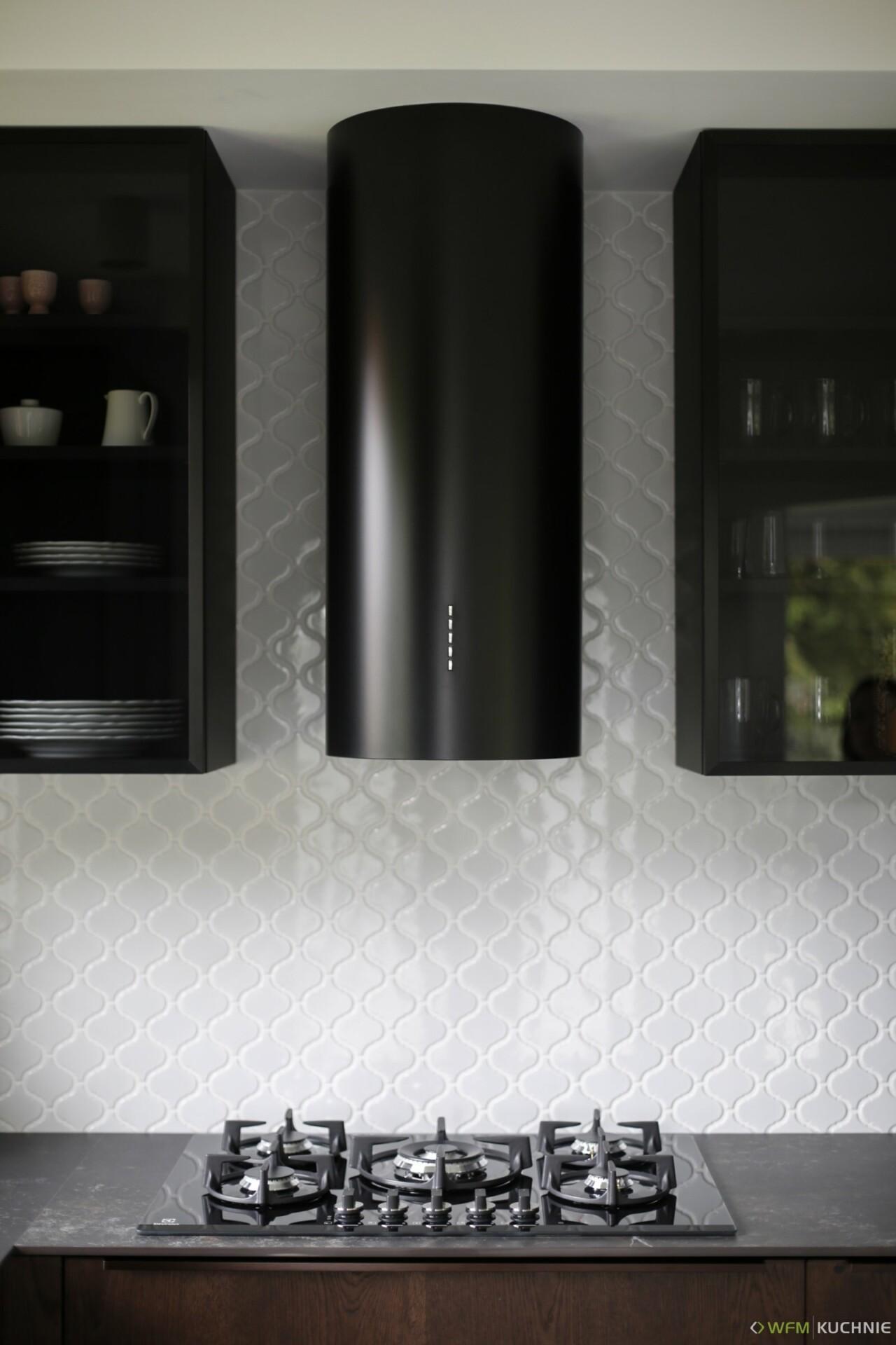 Nowoczesne meble kuchenne na wymiar w zabudowie pod sufit WFM PIANO II dąb czekoladowy szczotkowany - WFM KUCHNIE Kraków