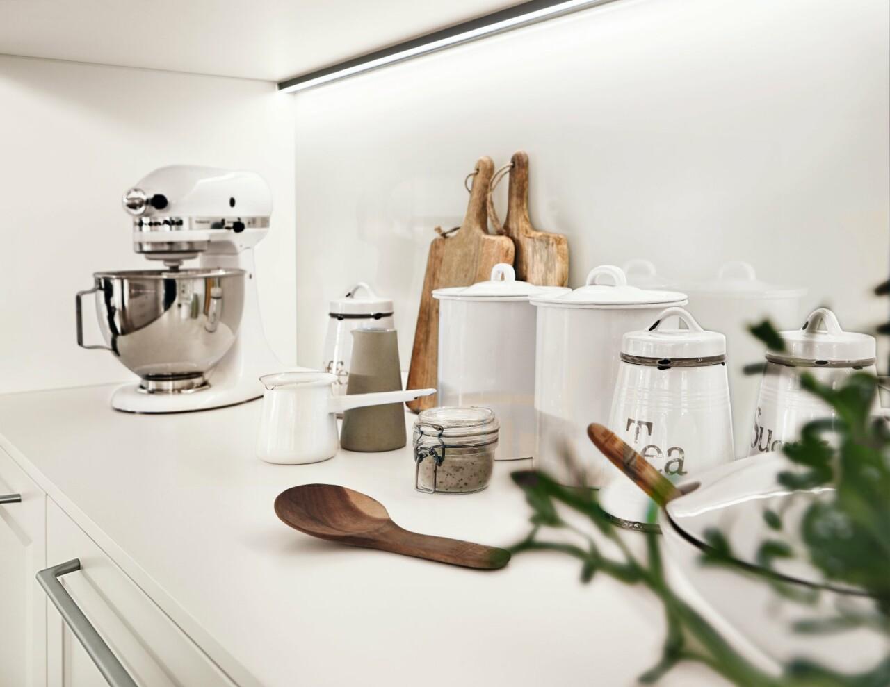 Kuchnie na wymiar z wyspą kuchenną NOBILIA CASCADA 774 biały, lakierowany laminat - Meble kuchenne - 2 - FM KUCHNIE Kraków