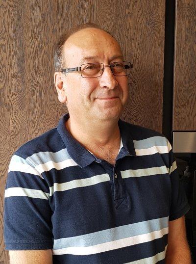 piotr doradca klienta studia mebli kuchennych fm kuchnie krakow O NAS 5 Meble kuchenne, kuchnie na wymiar - FM KUCHNIE Kraków