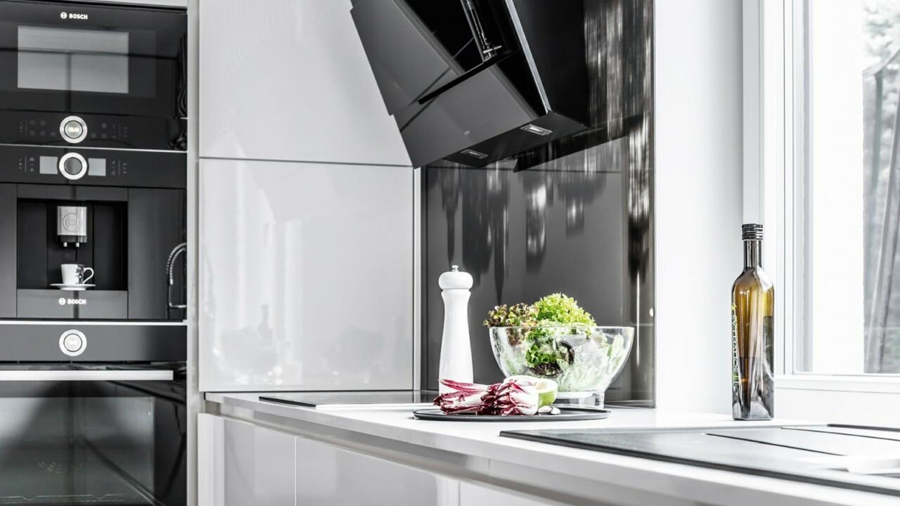 Nowoczesne meble kuchenne ATLAS OKTAWIA lakier biały połysk, OLIWIA akrylux czarny mat - Kuchnie na wymiar Małopolska, Kraków - FM KUCHNIE Kraków