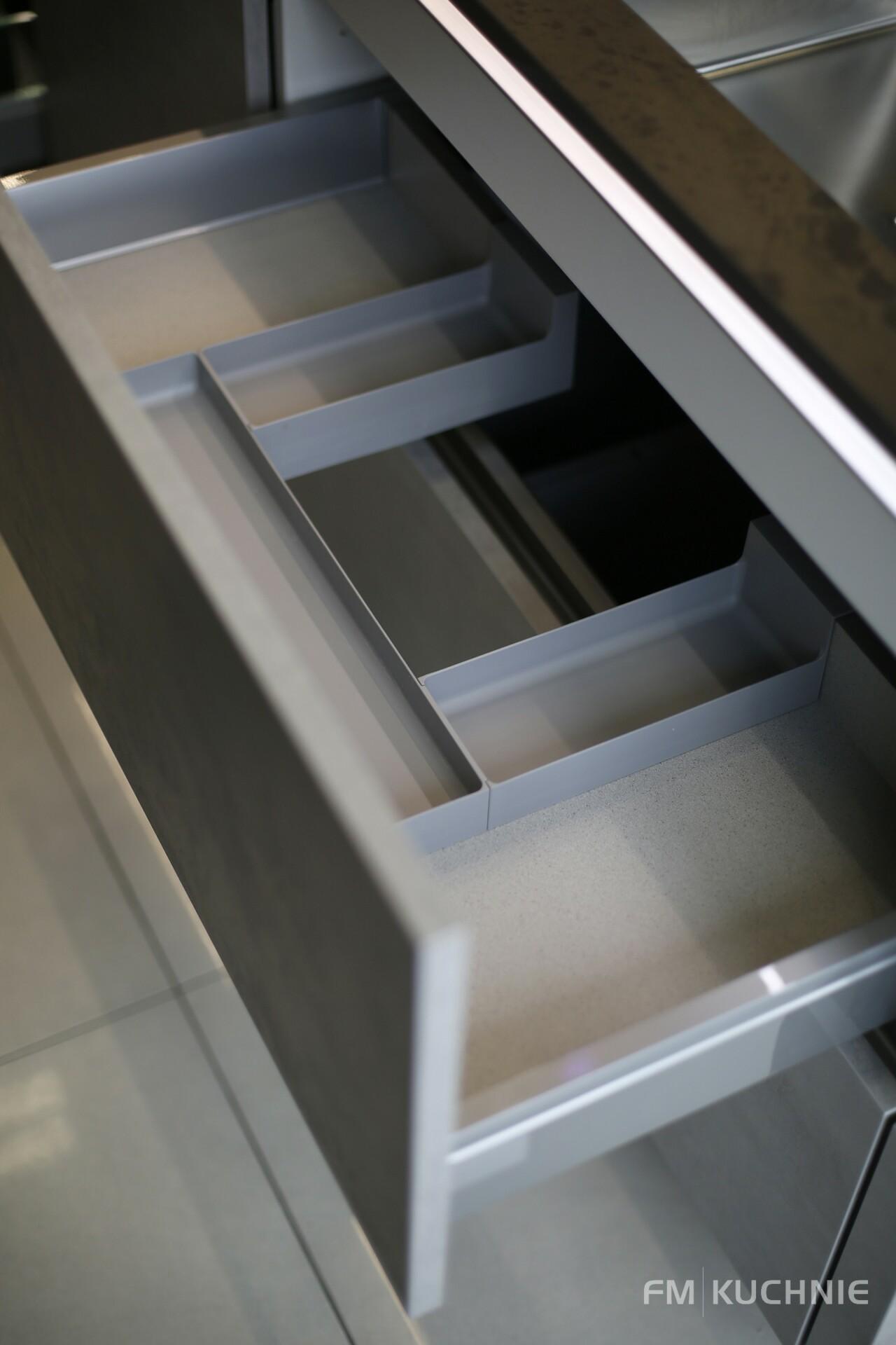 Kuchnia na wymiar Nobilia Riva 892 szary beton - Riva 839 szary terra beton - Meble kuchenne Kraków -11- FM KUCHNIE Kraków