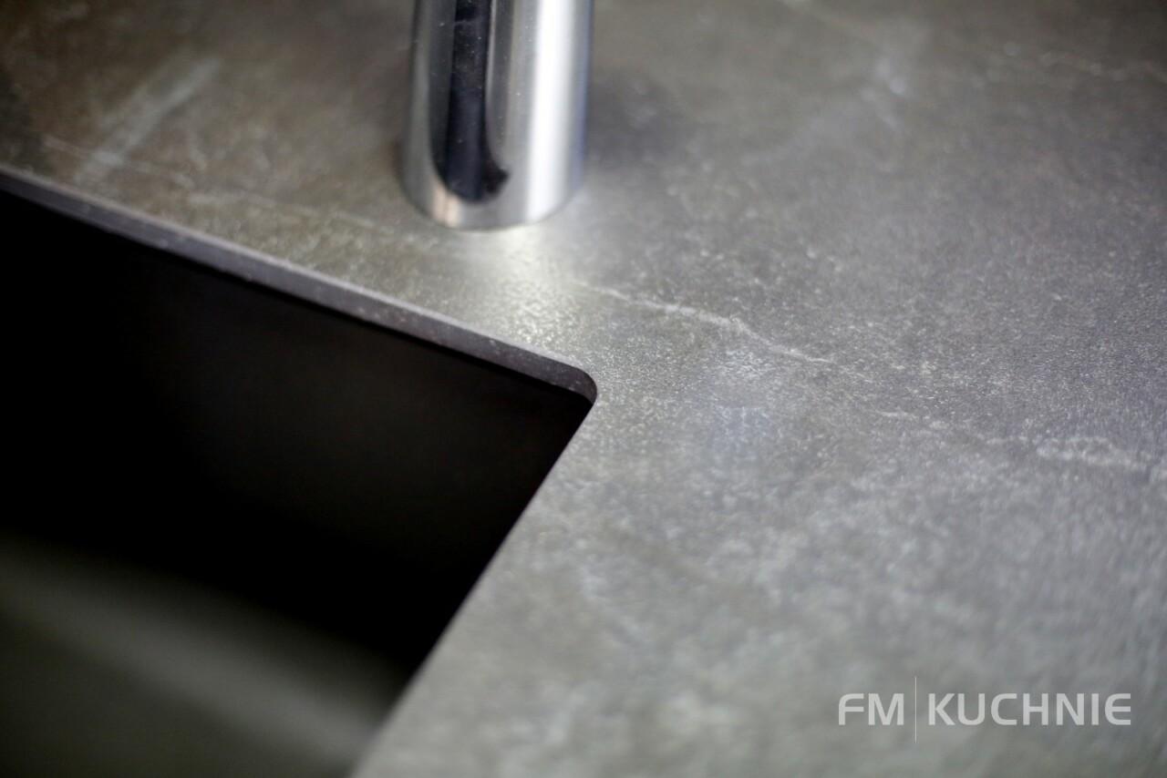 Kuchnia nowoczesna w kształcie litery U - Atlas Oktawia biały połysk - Oktawia orzech amerykański -6- FM KUCHNIE Kraków