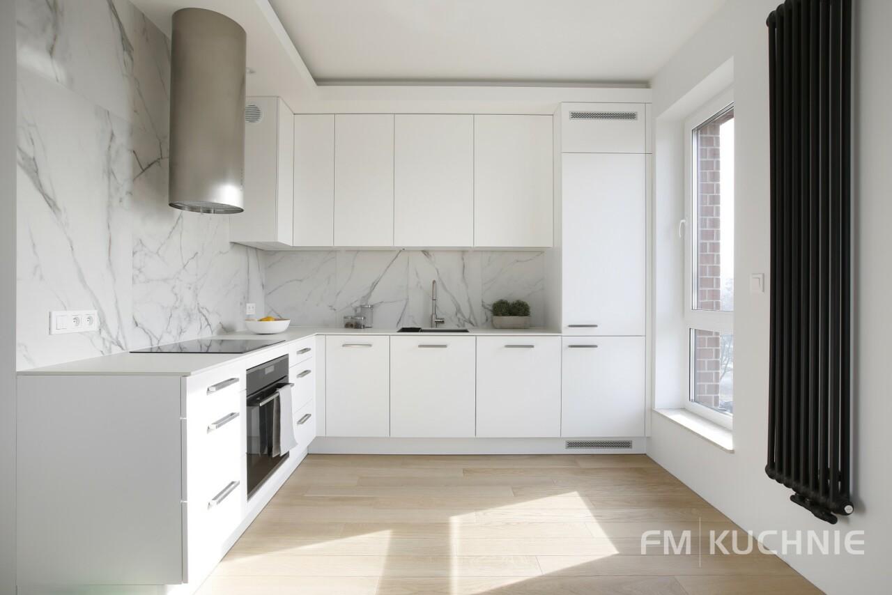 Kuchnia na wymiar WFM Calma lakier biały mat M101 z tradycyjnymi uchwytami - Meble kuchenne Kraków -2- FM KUCHNIE Kraków