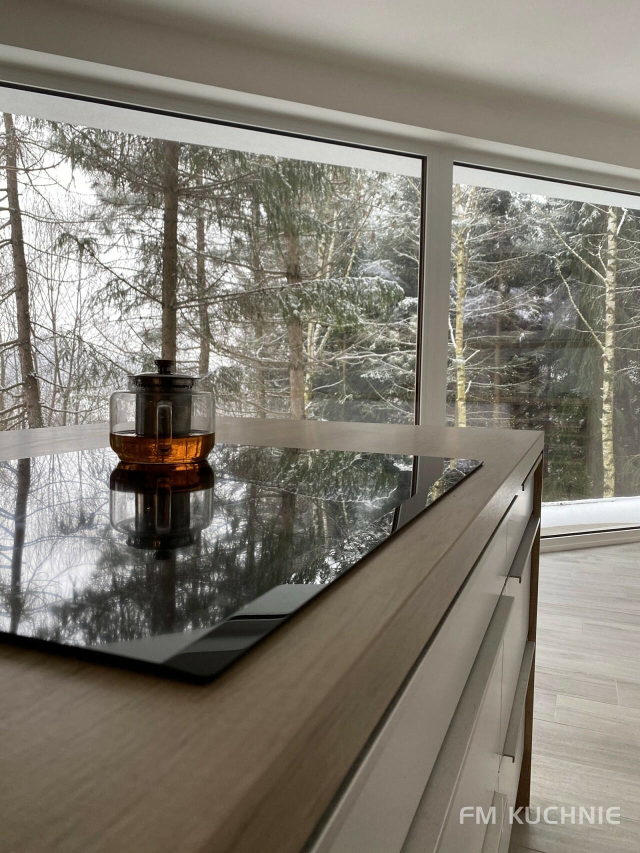 Meble kuchenne na wymiar WFM Calma M101 z frontem lakierowanym na mat, płyta mdf kolor biały ze stalowymi uchwytami krawędziowymi -5- FM KUCHNIE Kraków