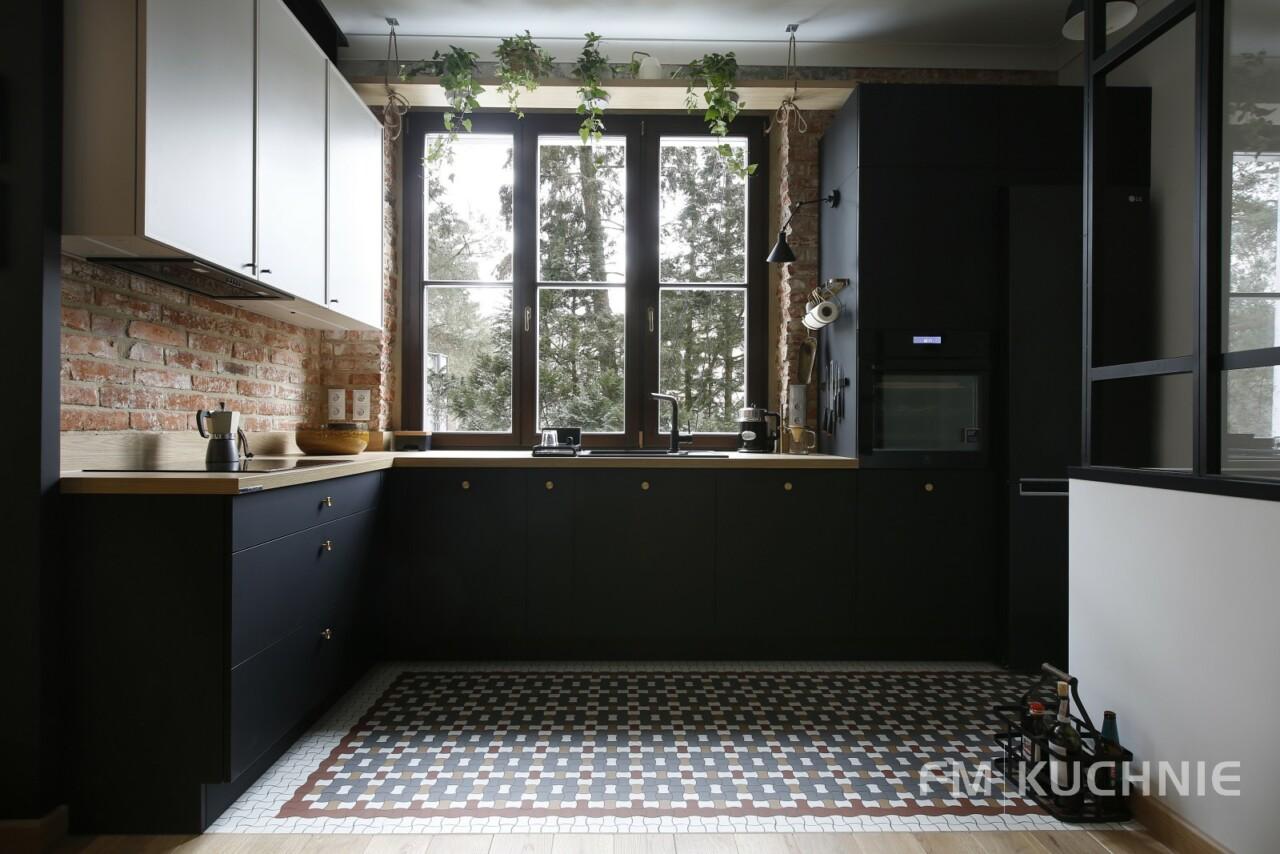 Kuchnia w zabudowie na planie litery L WFM Raso czarny mat P76F - Cornice kaszmir mat M135 - Meble kuchenne, kuchnie na wymiar -1- FM KUCHNIE Kraków