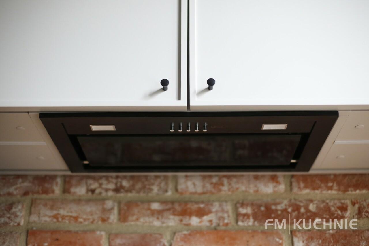 Kuchnia w zabudowie WFM Raso czarny mat P76F - Cornice kaszmir mat M135 - Okap typu built in Falmec - Meble kuchenne, kuchnie na wymiar -11- FM KUCHNIE Kraków