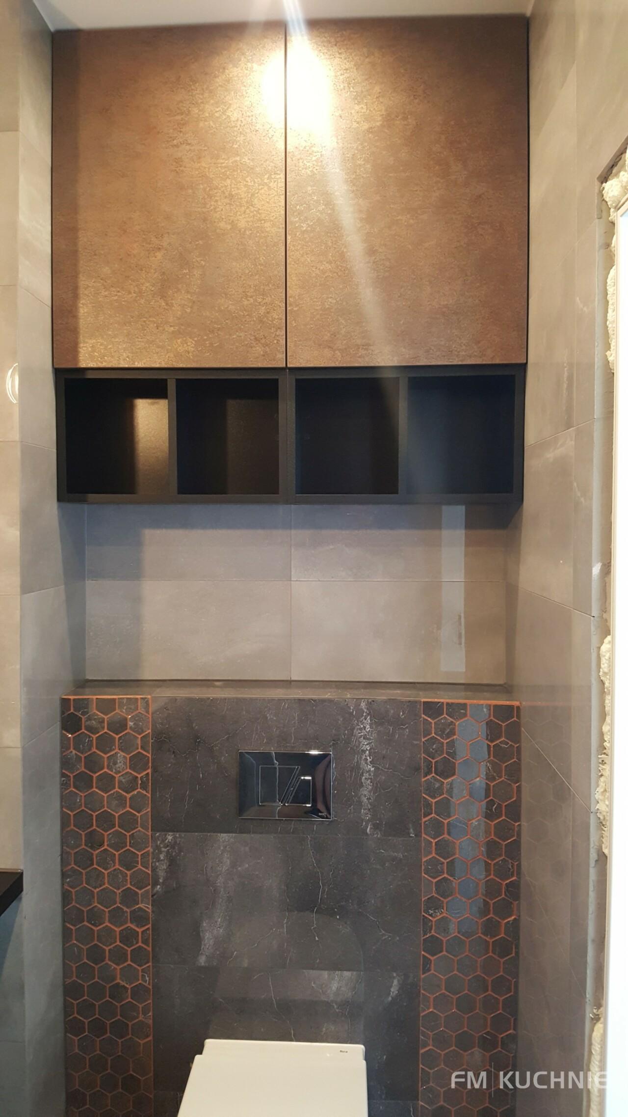 Łazienka w mieszkaniu pokazowym dewelopera - Kuchnia WFM Rocca z białym frontem lakierowanym na mat -5- FM KUCHNIE Kraków