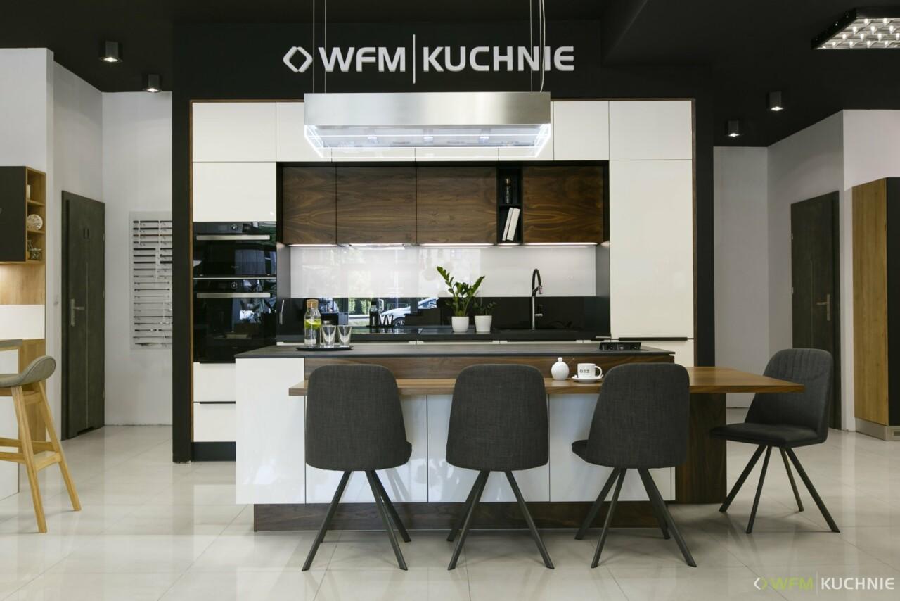Kuchnie na wymiar WFM PIANO III orzech - CALMA biały połysk P101 - spiek 12mm Noir Desir Laminam - Multistone - Meble kuchenne Kraków - WFM KUCHNIE Kraków