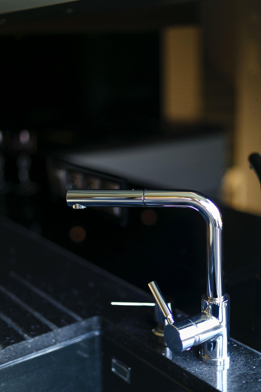 Kuchnia WFM Piano III sweet gum połysk | Calma biały mat w systemie bezuchwytowym - Kuchnie na wymiar Kraków, meble kuchenne Kraków | WFM Kuchnie Kraków