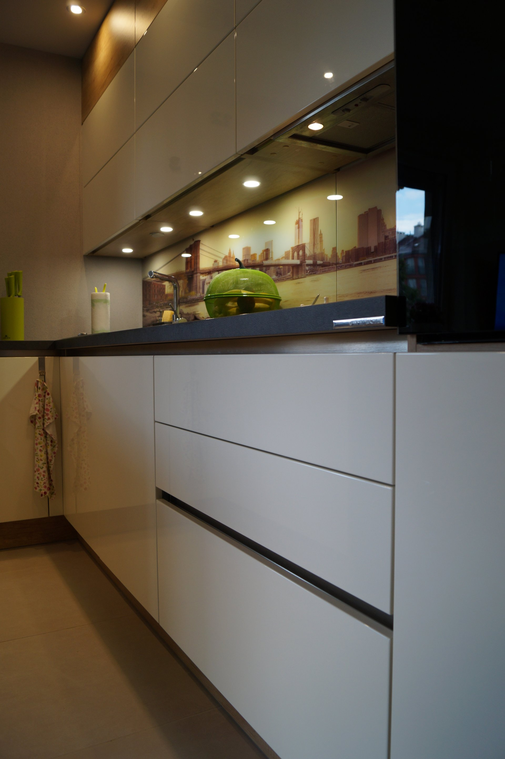 Kuchnia WFM Punto Nebraska | Calma biały połysk w systemie bezuchwytowym - Kuchnie na wymiar Kraków, meble kuchenne Kraków | WFM Kuchnie Kraków