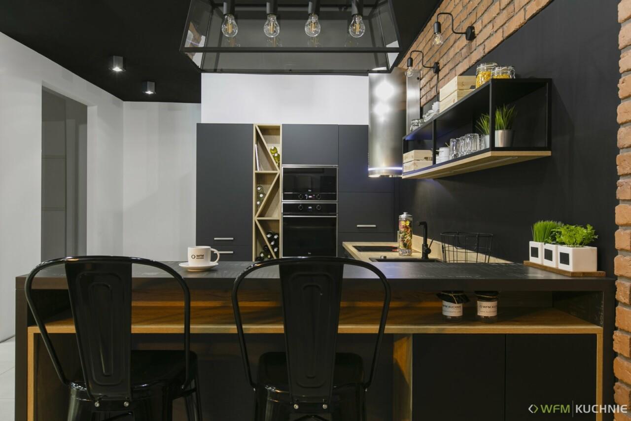 Kuchnie na wymiar WFM RASO czarny P76F - dąb Halifax - PUNTO Penelope grafit P70F - Meble kuchenne Kraków - WFM KUCHNIE Kraków