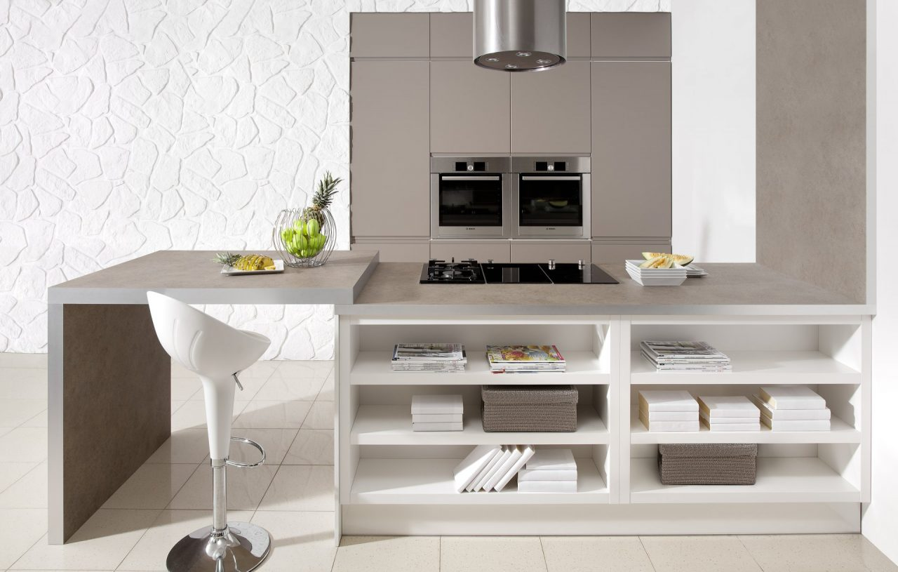 Kuchnia nowoczesna MIRABELLE II kakao mat, biały połysk - Nowoczesne meble do kuchni na zamówienie w wysokiej zabudowie z wyspą kuchenną - WFM KUCHNIE Kraków