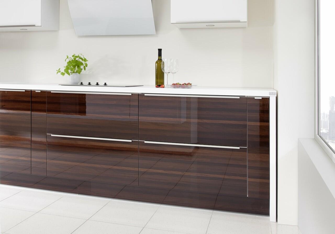 Kuchnia nowoczesna PIANO III sapele mocca połysk | CALMA biały mat - Nowoczesne kuchnie na wymiar Kraków, meble kuchenne Kraków | WFM Kuchnie Kraków
