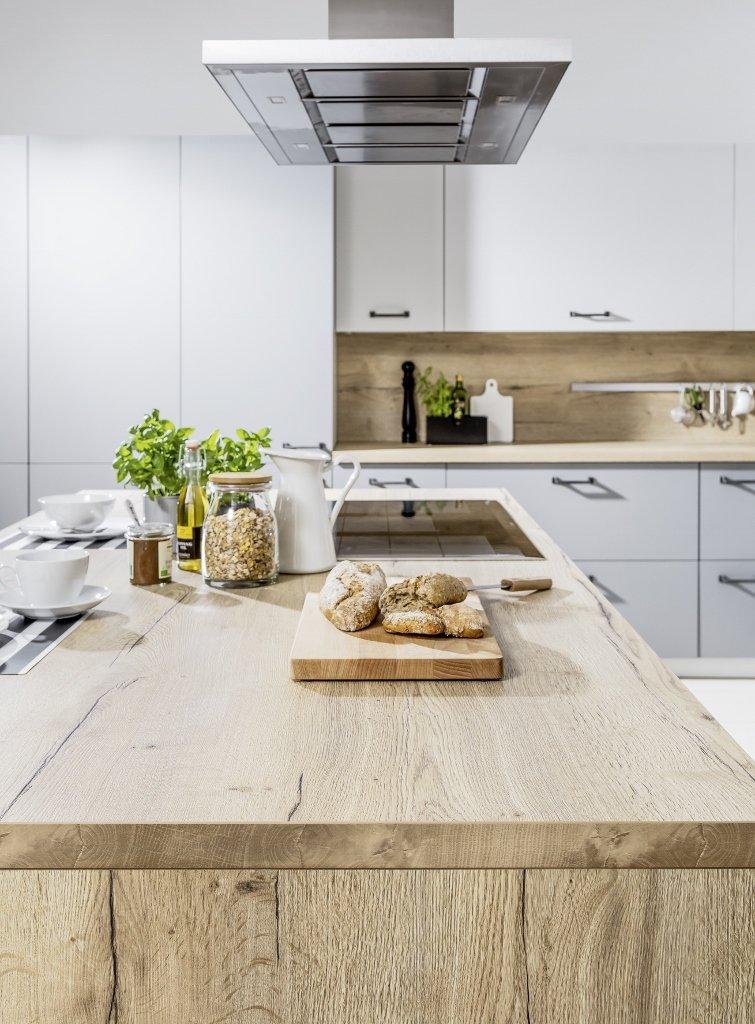 Kuchnia nowoczesna Raso szary-szary przykurzony | Punto ceramika antracyt - Multifunkcyjna kuchnia z wyspą kuchenną i salon w jednym - WFM KUCHNIE Kraków